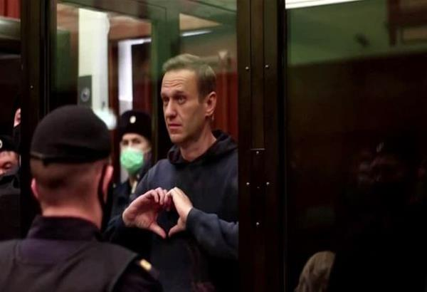 Ναβάλνι: Το τρυφερό μήνυμα στη γυναίκα του μέσα από το κουβούκλιο του δικαστηρίου (βίντεο)