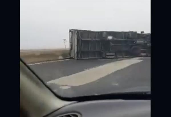 Εγνατία Οδός: Νταλίκα ντεραπάρησε, απαγορεύτηκε η κυκλοφορία οχημάτων άνω των 3,5 τόνων λόγω των θυελλωδών ανέμων