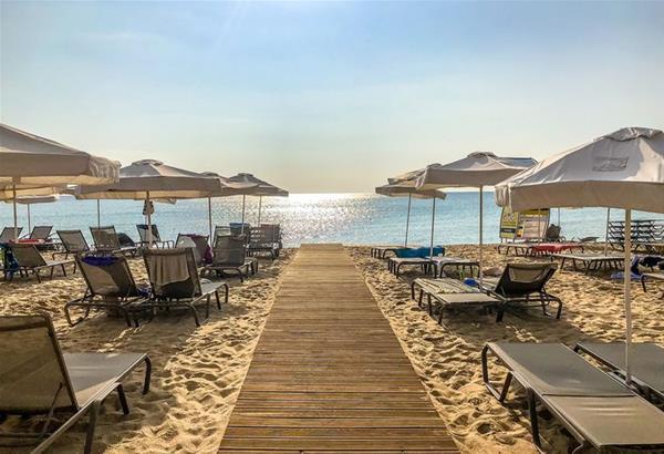 Ποιες είναι οι οργανωμένες παραλίες που ανοίγουν από σήμερα σε όλη την Ελλάδα