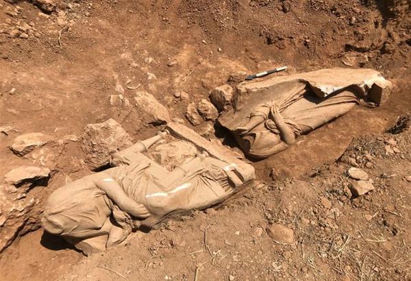 Αθήνα: Βρέθηκαν αρχαία γυναικεία αγάλματα του 4ου αι. στην Παιανία