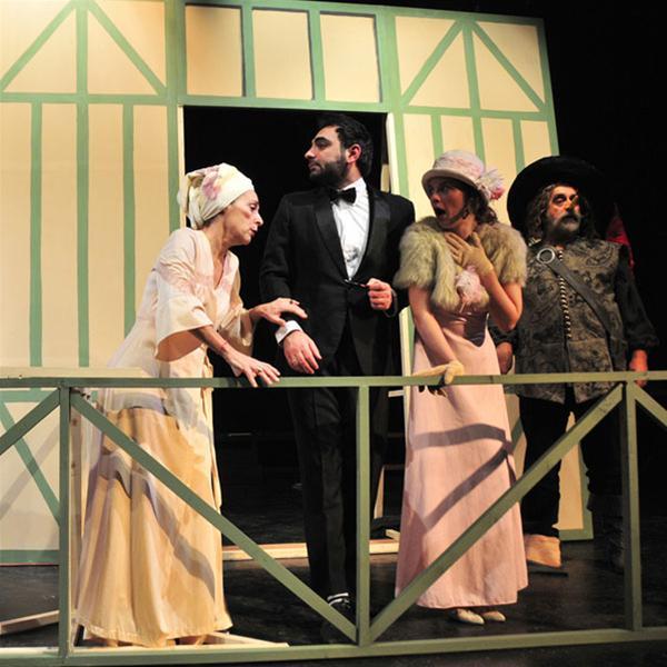 «Πανικός στα παρασκήνια» στο Θέατρο Αμαλία (νέα παράταση)