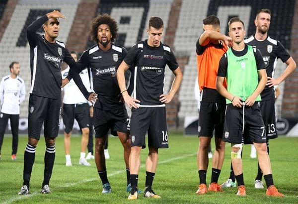 Τα έψαλλαν οι οπαδοί του ΠΑΟΚ στην προπόνηση των παικτών πριν από το ματς με τον Βόλο (βίντεο)