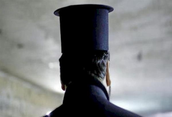 Κρήτη: Παντρεμένος ιερέας σε ..διπλή ζωή συστήθηκε ως  διαζευγμένος δημοτικός υπάλληλος