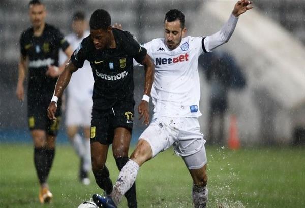 «Κόλλησε» η μπάλα λόγω βροχής στον αγώνα ΠΑΣ Γιάννινα-Άρη που έληξε ισόπαλος 0-0 (βίντεο)