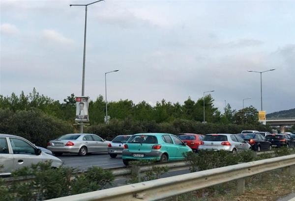 Περιφερειακός Θεσσαλονίκης: Καραμπόλα στον κόμβο του Αγίου Παύλου και μεγάλο μποτιλιάρισμα
