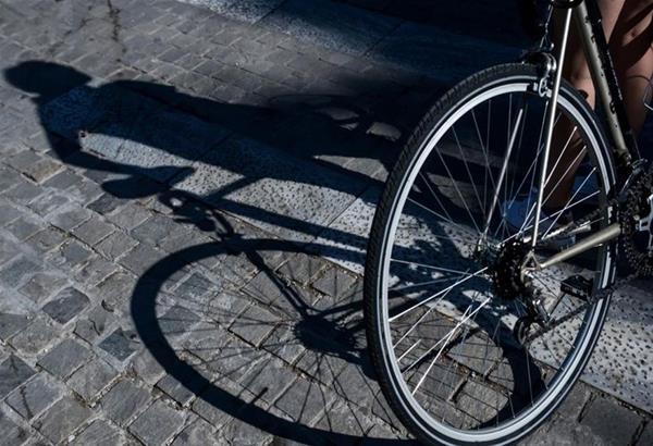21χρονος ποδηλάτης νεκρός στην άσφαλτο. Παρασύρθηκε από φορτηγό στον Δρυμό Θεσσαλονίκης