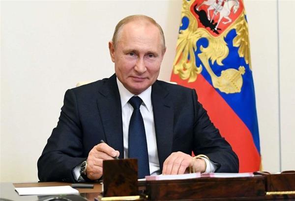 Βλαντιμίρ Πούτιν: Υπέγραψε την παράταση της συνθήκης START με τις ΗΠΑ