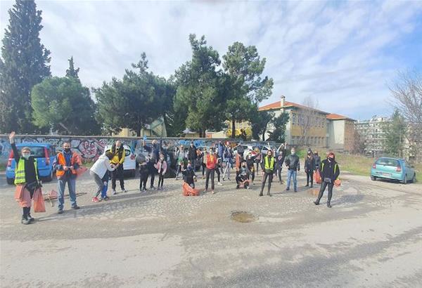 Θεσσαλονίκη: Ένα μεγάλο μπράβο στους εθελοντές για τον καθαρισμό στη Νέα Κρήνη και το ρέμα της Τούμπας!