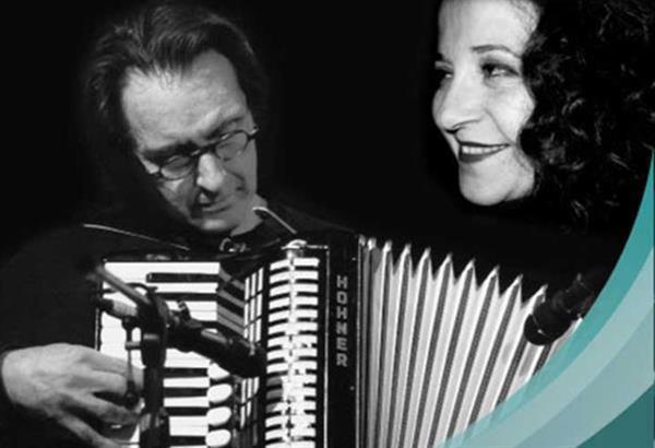 Η Ρούλα Μανισσάνου και ο Κώστας Βόμβολος, σε live streaming