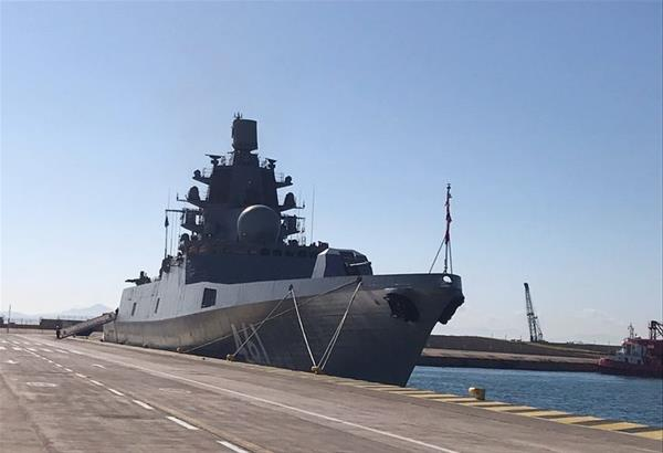 Πειραιάς: Η ρωσική φρεγάτα «Ναύαρχος Κασατόνοβ»  αγκυροβόλησε στο λιμάνι του Πειραιά