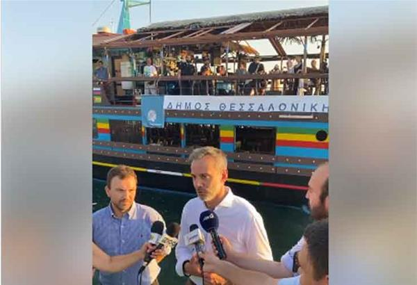 Δήμος Θεσσαλονίκης: Secret concert με το Νίκο Πορτοκάλογλου να τραγουδάει εν πλω στο καράβι Κλειώ