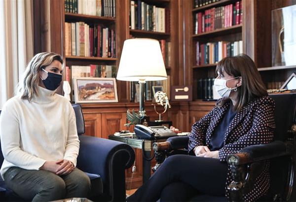 Σακελλαροπούλου σε Μπεκατώρου: Είναι καιρός να πάψει η ενοχοποίηση των θυμάτων και η ατιμωρησία των θυτών