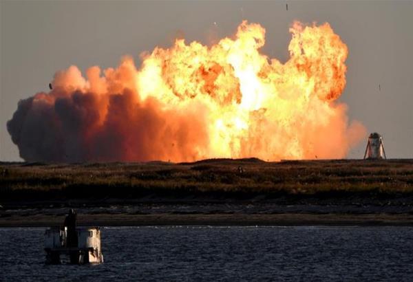SpaceX: «Εκρηκτική» προσγείωση του διαστημοπλοίου του Έλον Μασκ (βίντεο)