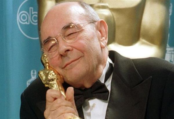 Έφυγε από τη ζωή ο Stanley Donen, ο σκηνοθέτης του θρυλικού «Singing in the Rain»