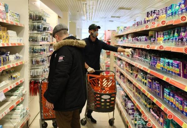 Εργαζόμενοι σε σούπερμάρκετ και αστικές συγκοινωνίες ζητούν να εμβολιαστούν άμεσα (βίντεο)