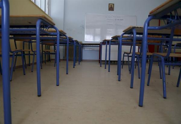 Εξαδάκτυλος: Άμεσα κλείσιμο σχολείων–  Κίνδυνος «Πορτογαλοποίησης» λόγω βρετανικής μετάλλαξης