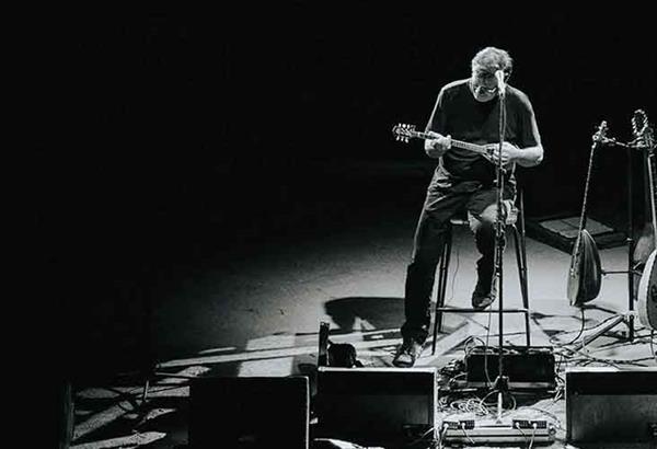 Με live streaming η συναυλία του Θανάση Παπακωνσταντίνου ως «Απροστάτευτος»