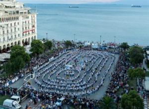 1.102 άτομα χόρεψαν σάλσα στην πλατεία Αριστοτέλους