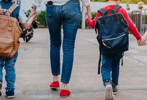 «Καλωσορίζουμε τα Πρωτάκια»: Σχολικές τσάντες από την ΠΚΜ στα παιδιά πολύτεκνων οικογενειών