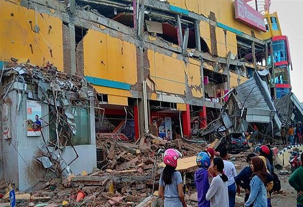 Ινδονησία: Τουλάχιστον 832 οι νεκροί από τον σεισμό και το τσουνάμι