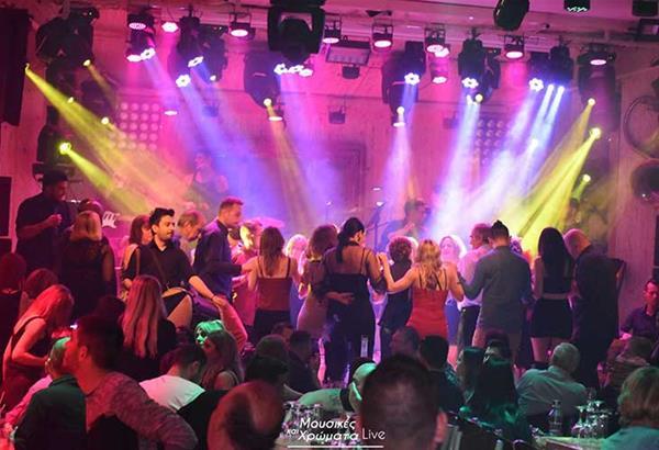 Kαλοκαιρινές νύχτες στις Μουσικές Και Χρώματα Live