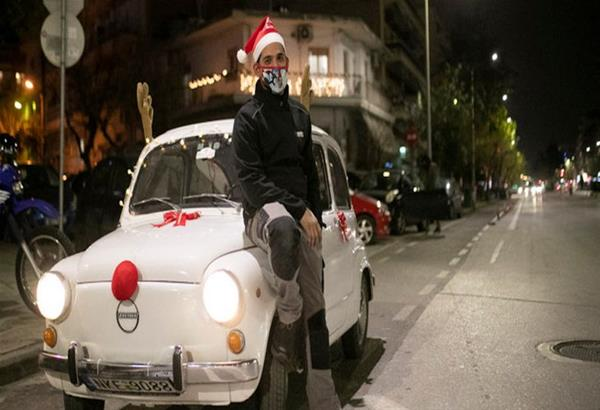 Θεσσαλονίκη: Zastava... Ρούντολφ μεταφέρει το εορταστικό κλίμα στους δρόμους της πόλης