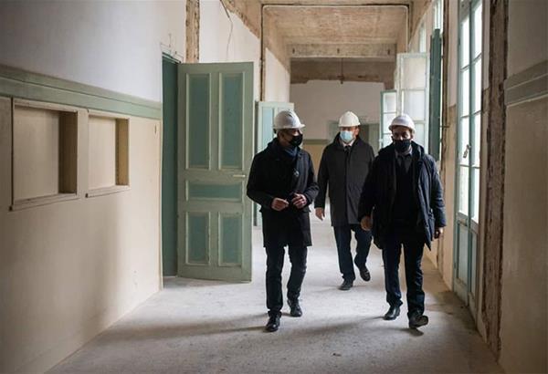 Επίσκεψη Ζέρβα στο εργοτάξιο του διατηρητέου της Κριεζώτου