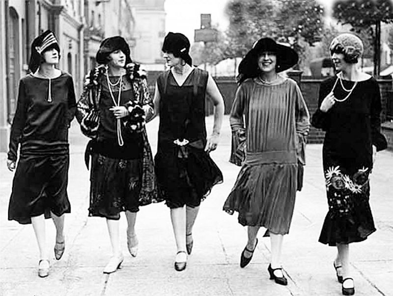Όταν στην Ελλάδα απαγορεύτηκαν οι κοντές φούστες