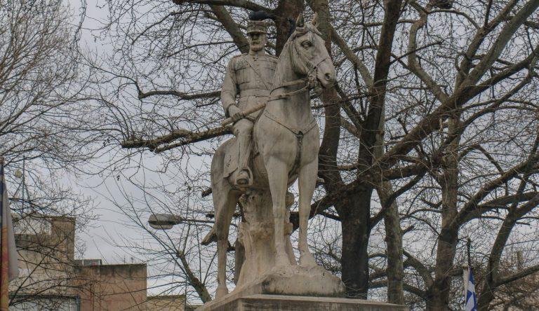 Βασιλιάς Κωνσταντίνος Α – O ανδριάντας του στον Βαρδάρη (ΒΙΝΤΕΟ)