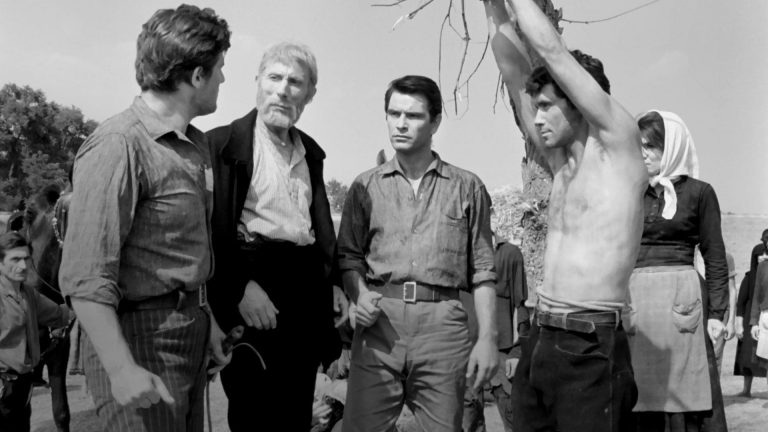 Το Χώμα Βάφτηκε Κόκκινο (1965)