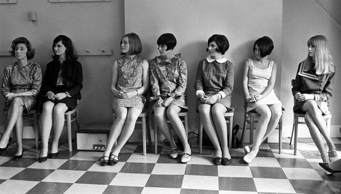 Η «ανατρεπτική» ιστορία της μίνι φούστας
